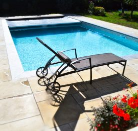 Thermally efficient pool safety cover