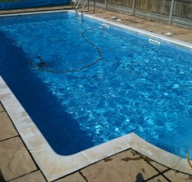Domestic liner pool with pool cleaner in action