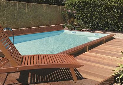 the differences between a wooden pool and a fibreglass pool ?