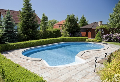 Concrete in-ground swimming pool