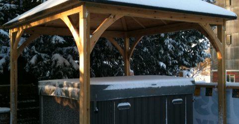 Hot tub & enclosure