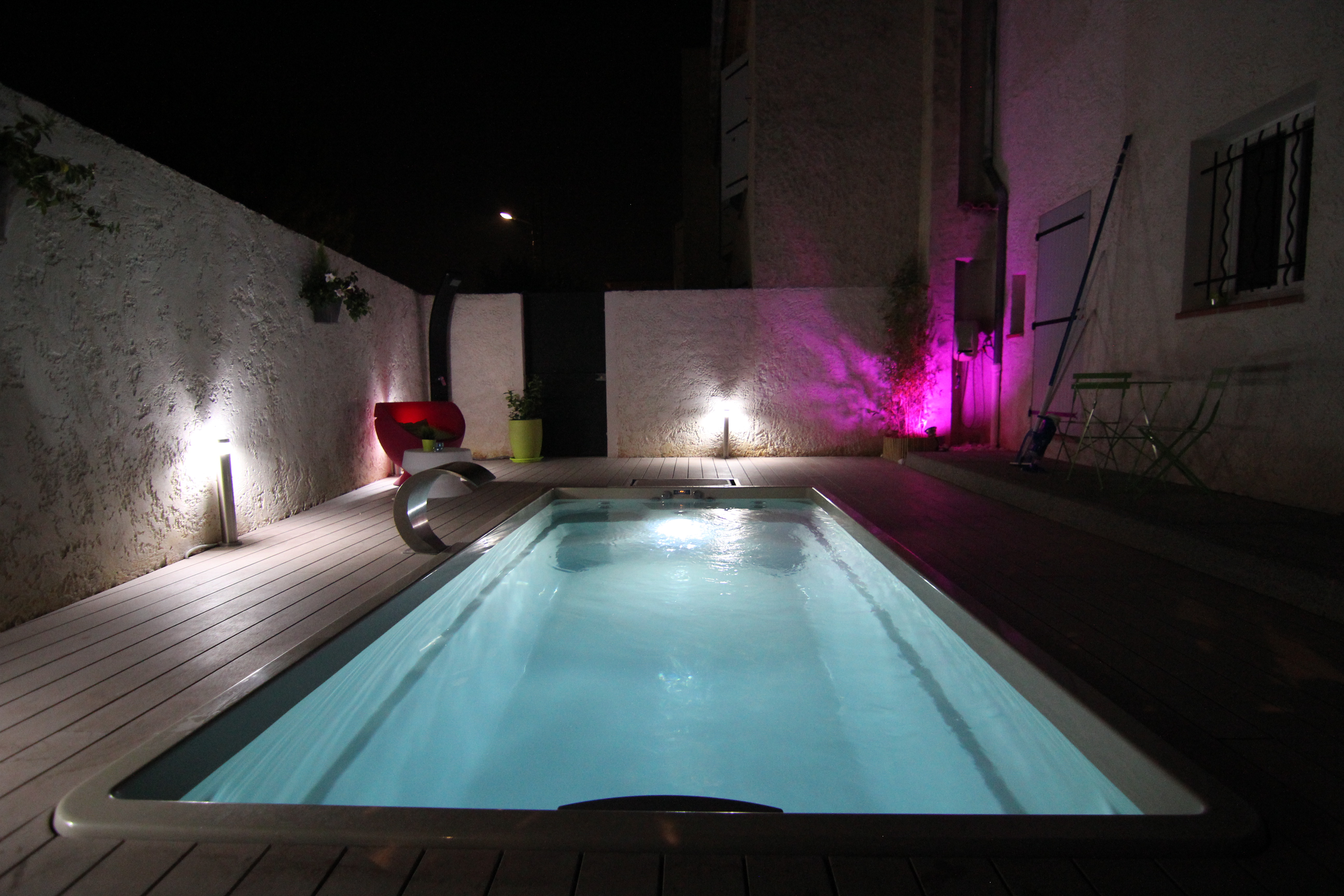 Small pool with outstanding Lights